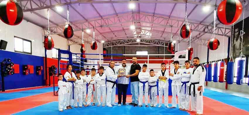 مدينة القدس تحتفي بافتتاح اكاديمية مركز الشباب الاجتماعي للفنون القتالية في مخيم شعفاط